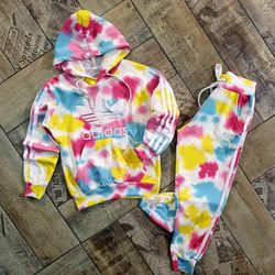 Little Girls Adidas Sets Sizes 5/6,7/8,9/10 for Sale in Covington,  KY