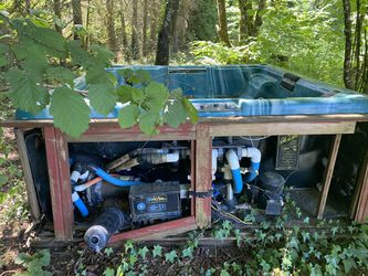 Hot tub for free for Sale in Battle Ground,  WA