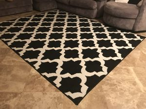 Black and white modern rug for Sale in Independence, KS