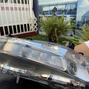 Bottom right Headlight For Ford Mustang 2018 for Sale in Hialeah, FL