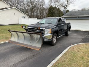 2007 Chevy Silverado 2500hd awd with plow for Sale in Commack, NY