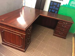 Really big really nice office desk for Sale in Columbus, OH