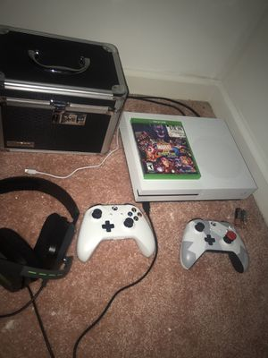 XBOX ONE S 1 TB, 2 CONTROLLERS, 2 RECHARGEABLE BATTERIES , HEADSET INCLUDED for Sale in Snellville, GA