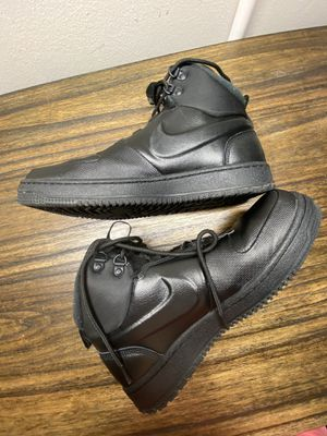 Nike size 9.5 men + 2 free shoes for Sale in Hawthorne, CA