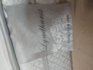 Queen Lyndhurst pillow top / bedframe for Sale in Sioux Falls, SD