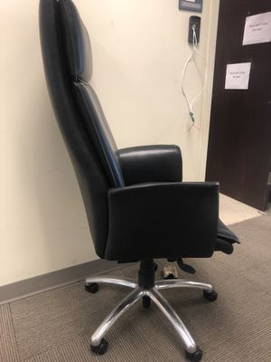 BIGGGG OFFICE CHAIR for Sale in Accokeek, MD