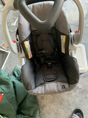 Like new Baby Trend Car seat only used twice GREAT FOR NEWBORNS! Super CLEAN for Sale in Winter Haven, FL