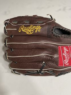"Rawlings ""Renegade Series"" R115BBR 11 1/2 Inch Baseball Glove Rht Leather for Sale in Bakersfield,  CA"