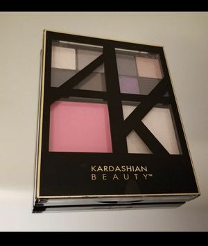 Kardashian Beauty No Apologies Face Kit In Own It Palette for Sale in Cleveland, OH