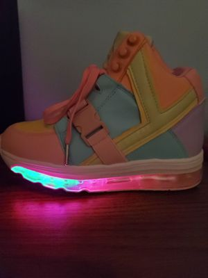 YRU Womens Pastel Light Up Qozmo Air Sneakers. for Sale in Miami, FL