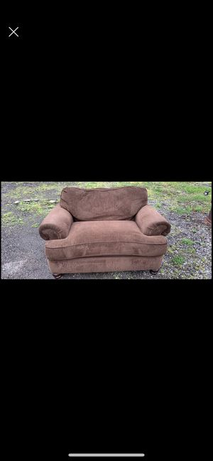 Couch love seat for Sale in Chesterland, OH