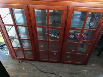 China Cabinet Display Case Come With Stands And Like In The Inside $100 for Sale in Concord,  CA