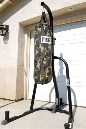 << EVERLAST >> PUNCHING BAG + STAND for Sale in Perris, CA