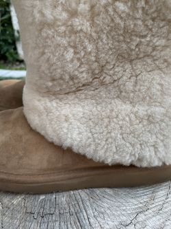 Ugg Australia Cream Suede Warm Boots Size 8 (39) for Sale in Las Vegas,  NV