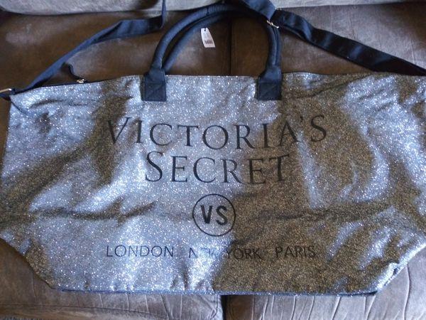Victoria secret xl overnight bag
