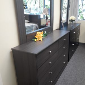 New COMPRESSED Wood Dresser 8 DRAWER With Mirror for Sale in Long Beach, CA