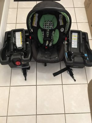 """Graco """"click connect """" car seat with two bases for Sale in Alafaya, FL"""