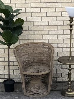 Vintage Wicker Chair and Vintage Lamp !!See Description!! for Sale in Arlington,  TX