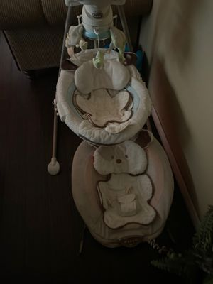 Baby Swing and bouncing . Columpio y silla for Sale in Pomona, CA