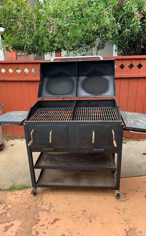 Charcoal bbq smoker grill for Sale in El Cajon, CA