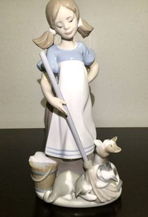 VINTAGE LLADRO #2268 PLAYFUL KITTENS GRES GIRL MOP FIGURINE for Sale in Brooklyn, NY