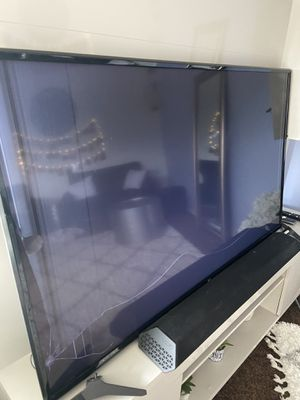 Free 55 inch LG flat screen tv - broken screen / for parts for Sale in Renton, WA