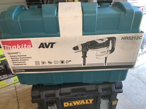 Brand new Makita 15amp 2in corded sds-Max concrete /mask art advanced avt (anti vibration technology rotary hammer drill firm price for Sale in Plant City, FL