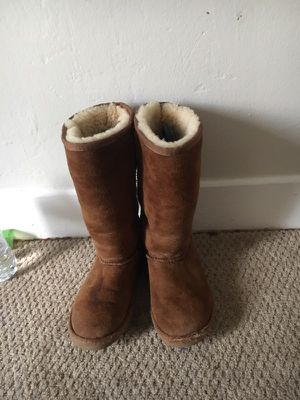 Ugg boots size 2 for Sale in San Diego, CA