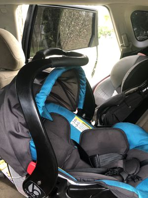Baby trend infant / toddler Car Seat/ Base for Sale in Palm Harbor, FL