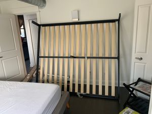 Queen size bed frame / support for Sale in Brooklyn, OH