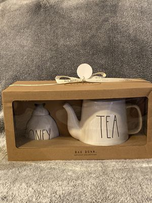 "Rae Dunn ""Tea"" pot and ""Honey"" pot set for Sale in Coconut Creek, FL"