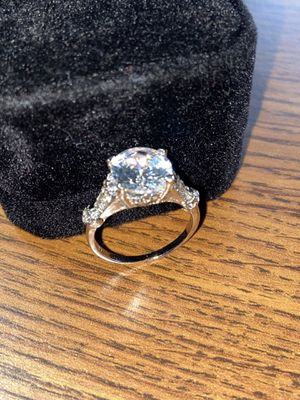 Ring Lab Simulated 3.0 Carat. New. Size 7. Silver plated, with luxurious velvet gift box. CASH ONLY NO TRADES. DELIVERY CLEVELAND AREA: $15-20 extra! for Sale in Cleveland, OH