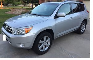 EXTRA CLEAN 2OO7 Toyota RAV4 Limited 2.4L 4WDWheels for Sale in North Saint Paul, MN