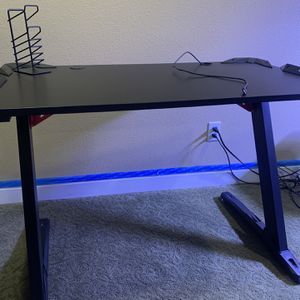 Eureka Ergonomic Gaming Desk for Sale in San Diego, CA