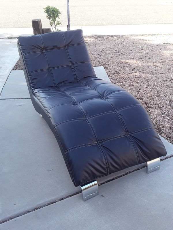 Leather chase Lounge