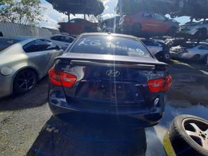 Hyundai elantra 2008 only parts transmission good for Sale in Miami Gardens, FL