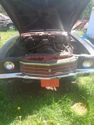 Rebuilt Chevy 350 engine/with high performance parts/Holley carburetor/Edelbrock intake/performance distributor coil/$900/possible trade and cash for Sale in Detroit, MI