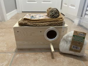 Pet Sturdy Nest Box / Large for Birds, sugar gliders and Squirrels for Sale in Pembroke Pines, FL