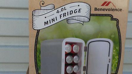 Benevolence 4.0L Mini Fridge for Sale in Vista,  CA