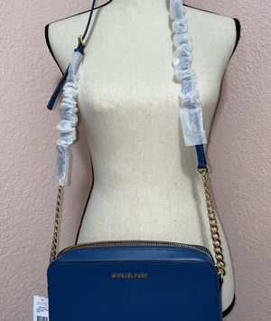 Brand new never used Michael kors purse still wrapped in plastic. I purchased for $86 I'm asking for $60 price is negotiable if interested message me for Sale in Gilroy, CA