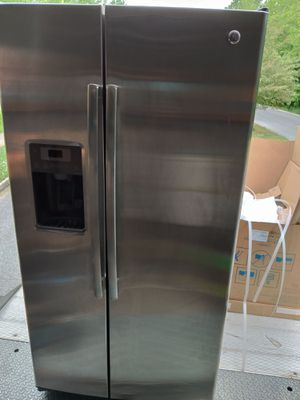 GE stainless steal side by side refrigerator for Sale in Swedesboro, NJ