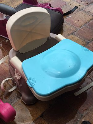 Baby feeding adjustable to any chair like new for Sale in Orlando, FL