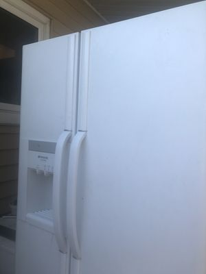 Free refrigerator for Sale in Aurora, CO