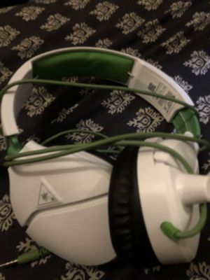 Recon 70 Headset for Xbox One - White (Turtle Beach) for Sale in Camden, NJ