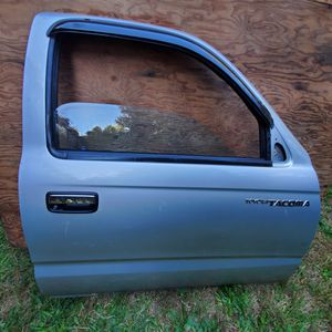First Generation Toyota Tacoma Genuine OEM Complete Door for Sale in Lynnwood, WA