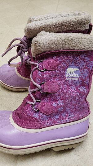 Snow boots size 4 for Sale in Paramount, CA