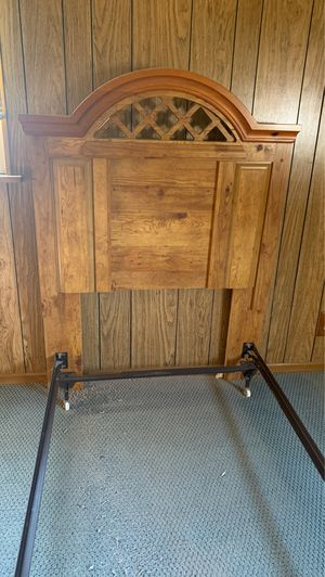 Twin bed with dresser and two night stands for Sale in Santa Fe Springs, CA