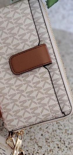 Michael Kors Wallet/phone Holder/wristlet for Sale in Temecula,  CA
