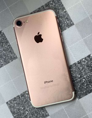 IPhone 7 32 GB Unlocked for Sale in Malden, MA