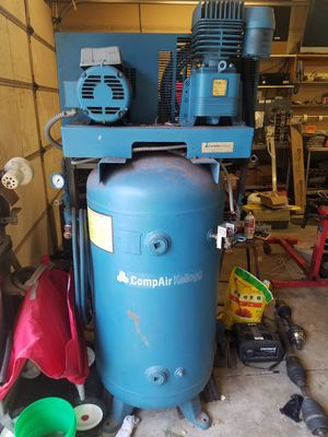 CompAir Kellogg 5hp 3 phase air compressor for Sale in Kenosha, WI